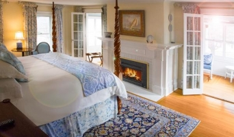 Silver Fox Suite - King Four Poster Bed, Whilpool Bath, Fireplace and Enclosed Veranda